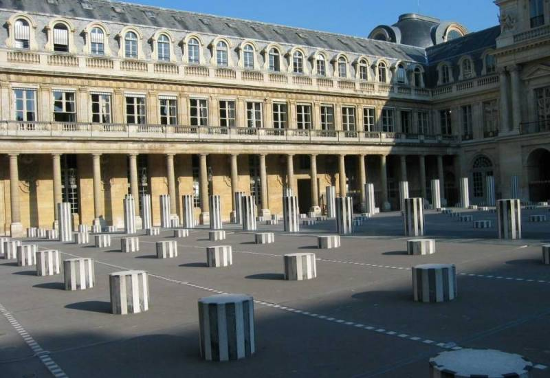 The Buren columns were blocked by the Chirac government