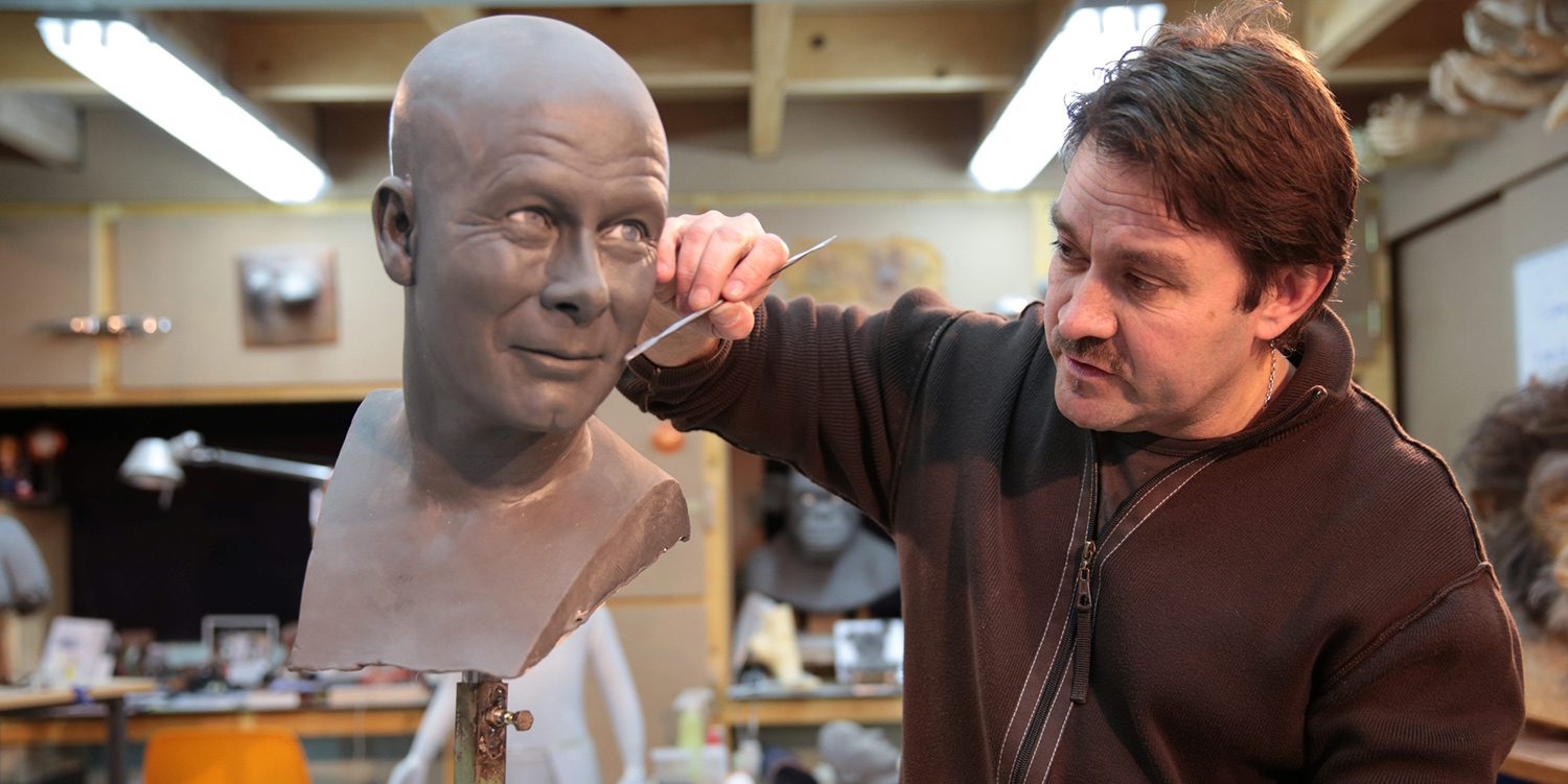 150 hours on average are needed just to complete the facial carving step. The overall cost of a statue is 50,000 to 60,000 euros, and it takes six months.